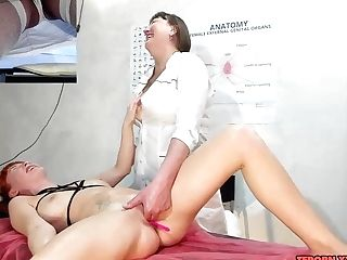 Mummy Rubdown Artist Finger-tickled My Cock-squeezing Puss With Many Frigs