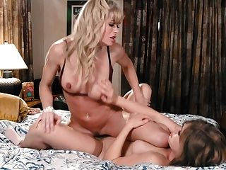 Stepmom And Stepdaughter Giselle Palmer Loves Very First Sapphic Practice